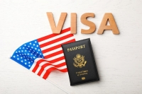 أنظمة التأشيرات وقوانين الهجرة الأمريكية.