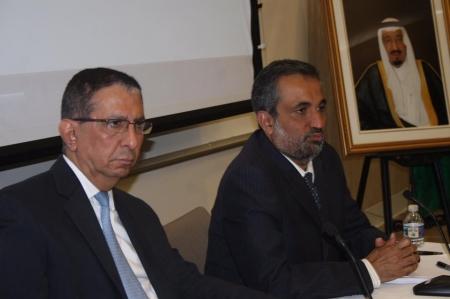 وكيل وزارة التعليم يلتقي عددا من المبتعثين في مقر الملحقية
