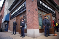 ستاربكس تغلق 8 آلاف متجر لتدريب العاملين على عدم