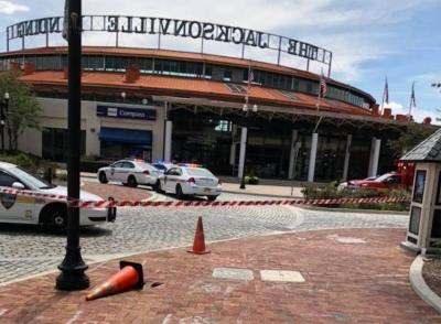 قتيلان و11جريحاً بإطلاق نار عشوائي بمركز تسوق في فلوريدا